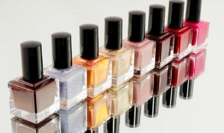 Vernis à ongles de couleurs ou transparents
