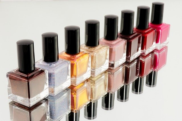 Le vernis permanent, une technique de manucure en vogue