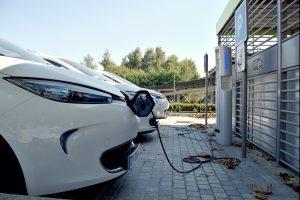 Installation borne de recharge voiture électrique d'entreprise
